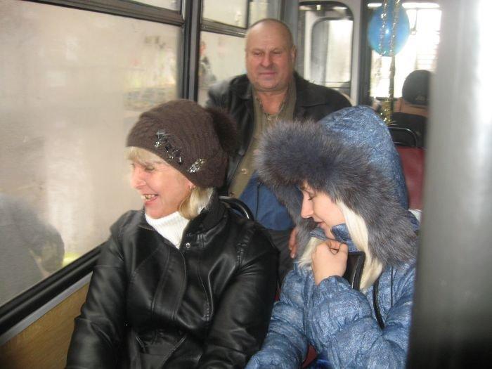 В Мариуполе сегодня курсировал веселый  троллейбус (Фотофакт), фото-4