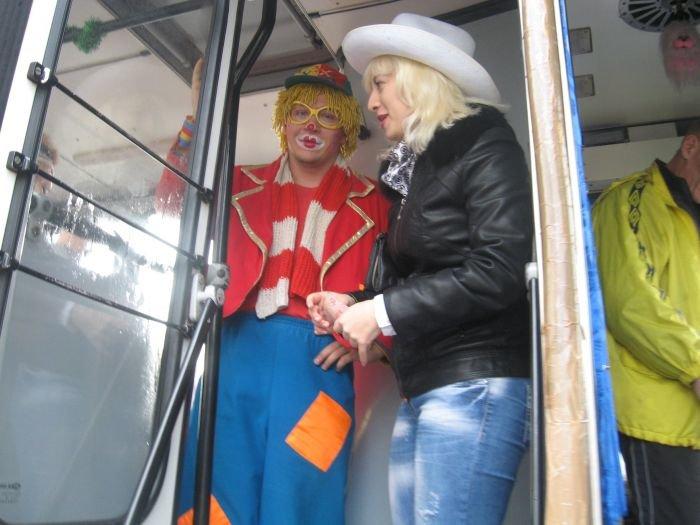 В Мариуполе сегодня курсировал веселый  троллейбус (Фотофакт), фото-2