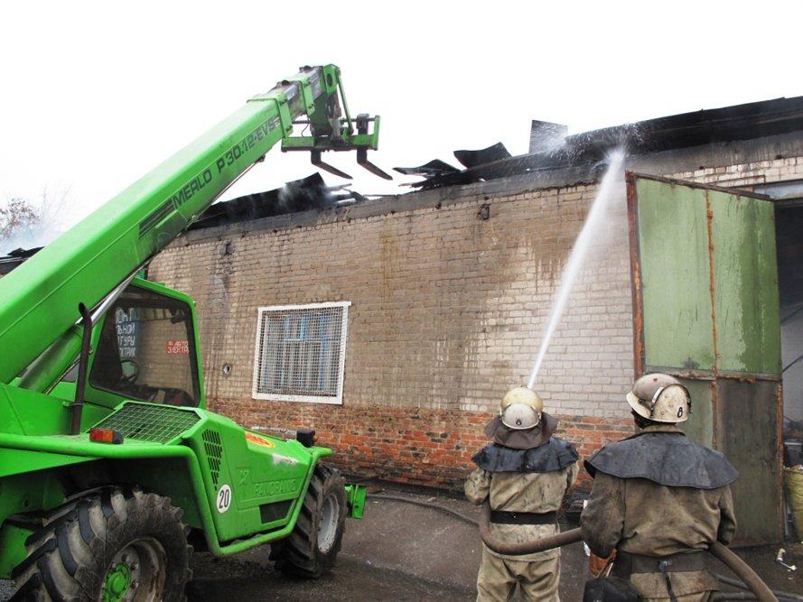 В Запорожье горел склад (ФОТО) (фото) - фото 3