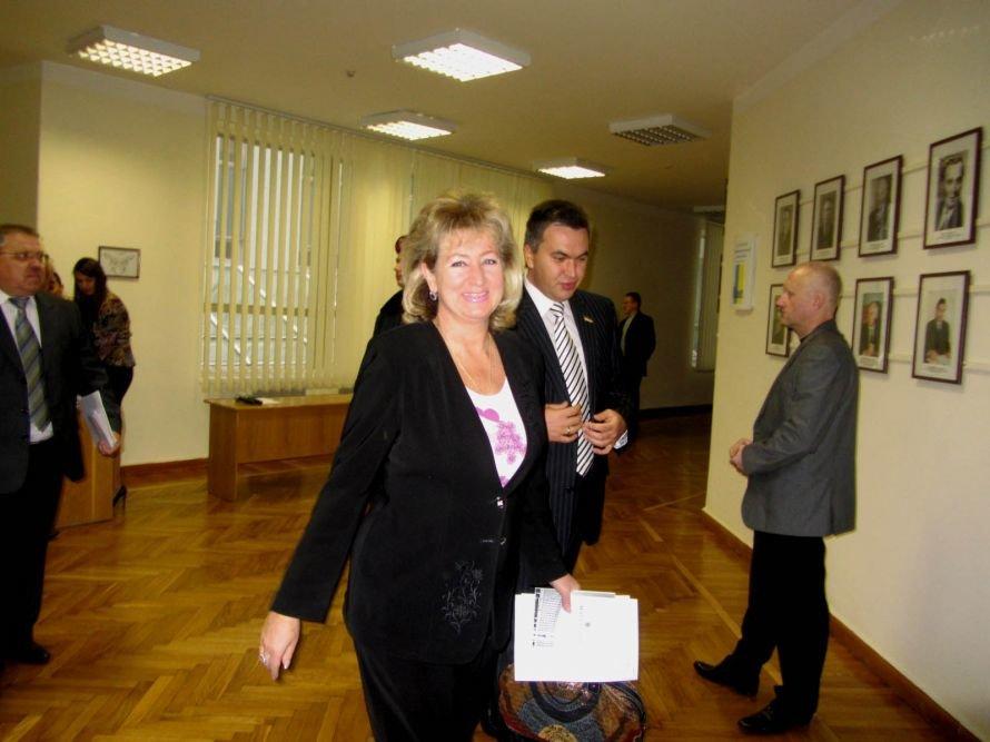 Как днепропетровские депутаты принимали флаг и меняли бюджет (ФОТОРЕПОРТАЖ), фото-1