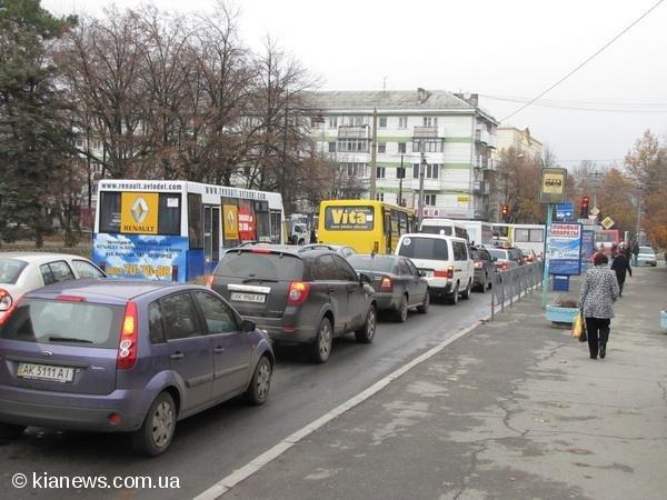 Из-за аварии центр Симферополя замер в огромной пробке, фото-1