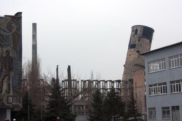 Последний день «пизанской» башни: на бывшем ртутном комбинате взорвали хранилище сырья (ДОБАВЛЕНО ВИДЕО), фото-7