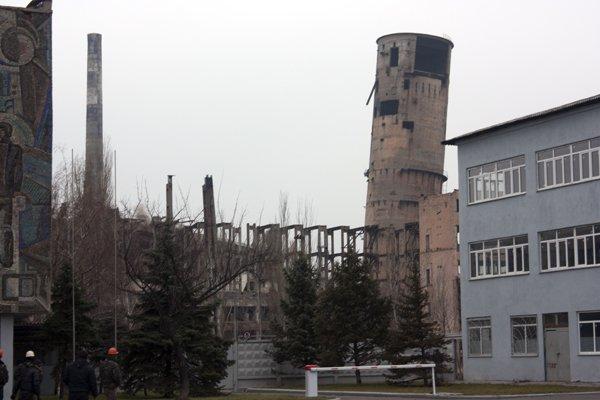 Последний день «пизанской» башни: на бывшем ртутном комбинате взорвали хранилище сырья (ДОБАВЛЕНО ВИДЕО), фото-6
