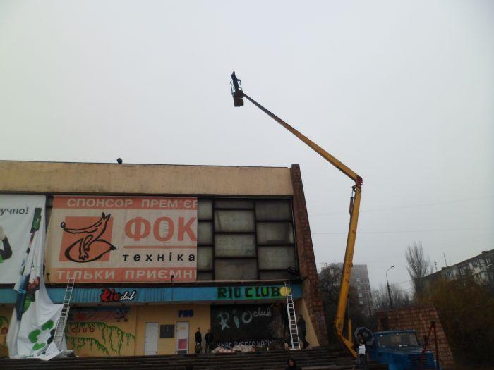 Мариупольский кинотеатр обновил фасад (ФОТО), фото-2