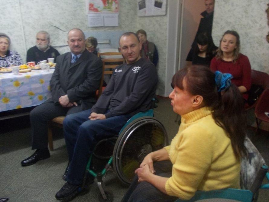 Артемовские инвалиды говорили с мэром о доступности городских объектов, фото-2