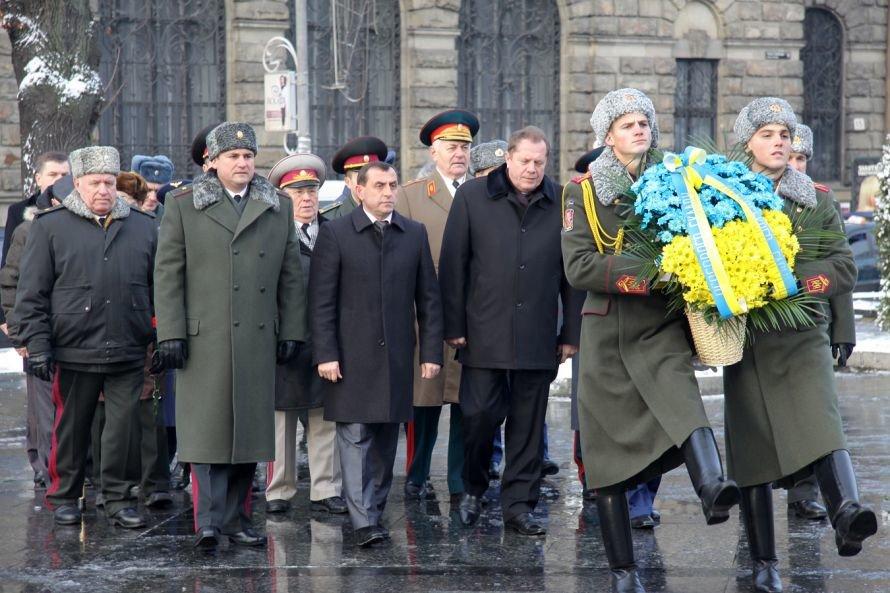 Покладання квіті у День Збройних сил України