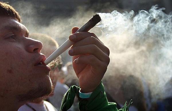 Ученики кременчугских ПТУ на перемене любят выпить «слабоалкоголки» и покурить «травки», фото-1
