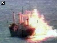 Австралийцы разбомбили судно наркоторговцев. Впечатляющие фото, фото-1