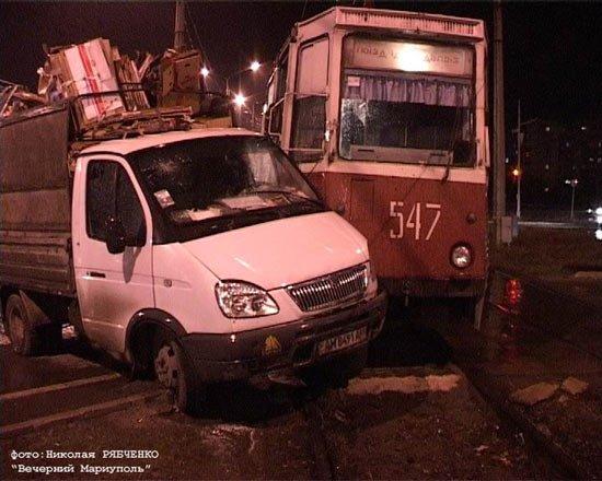 Трамвай и Газель встретились на путях (фото), фото-1