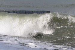 Трагедией закончился пляжный отдых школьников в Мариуполе, фото-1