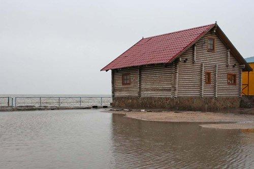 В Мариуполе море вышло из берегов (Фото) , фото-1