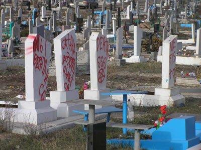 На Старокрымском кладбище очередной акт вандализма (фото), фото-1