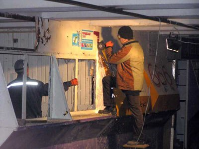 В подземном переходе убирают торговые точки, фото-1