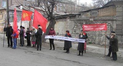 Город встретил выставку УПА с флагами (фото), фото-1