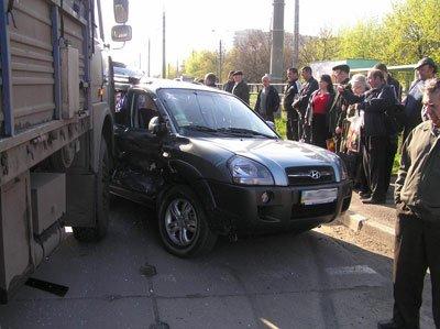 На бульваре Шевченко МАЗ протаранил внедорожник, фото-1