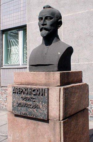 В Мариуполе снесут Дзержинского и передадут его беспризорникам, фото-1