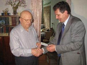 Ветеран из Мариуполя получил боевую награду Десятки лет он числился в списках погибших. , фото-1