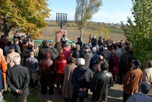 В Мариуполе почтили память евреев, растрелянных в 1941 году, фото-1