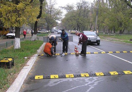 """В Мариуполе установили очередного """"лежачего полицейского""""., фото-1"""