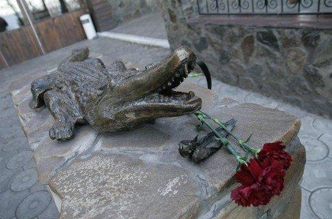 Вначале к памятнику Годзику приезжали свадьбы, но традиция не прижилась.