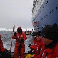 В Мариуполе порт воюет с айсбергами, фото-1