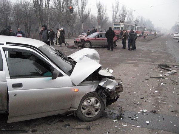 Авария на проспекте Ильича напротив Проминвнстбанка (фото), фото-1