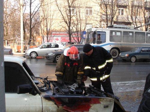 На проспекте Металлургов загорелся автомобиль, фото-1