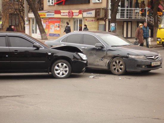 В центре Мариуполя столкнулись две иномарки (ФОТО), фото-1