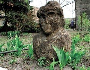 Украинские каменные бабы рискуют потерять лицо  , фото-1
