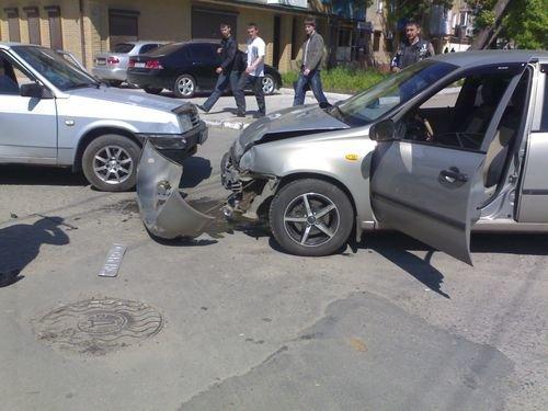 Мариупольский торопыга покалечил две машины (ФОТО), фото-1