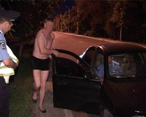 На Троицу мариупольская ГАИ работала в усиленном режиме и поймала пьяного в трусах (ФОТО), фото-1