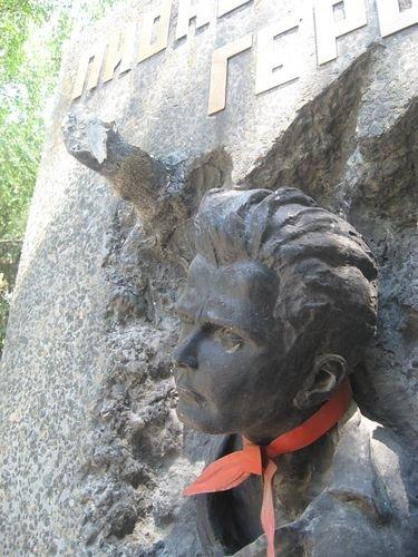 Мариупольским памятникам ежедневно угрожают вандалы (ФОТО), фото-1