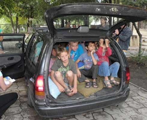 Мариупольские сироты подарили Ющенко микроавтобус, фото-1