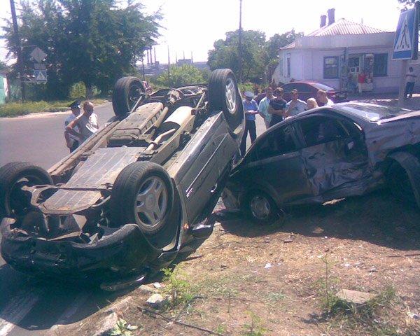 В Мариуполе в результате ДТП перевернулся внедорожник  (Фото. Дополнено) , фото-1