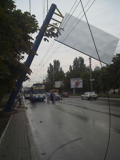 Упавший билборд и 67 его «братьев» принадлежат загадочному частному предпринимателю, фото-1