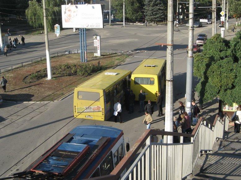 В Мариуполе столкнулись два «Богдана» (ФОТО), фото-1