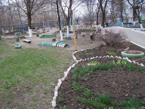 Даже самые ухоженные дворы в Мариуполе нуждаются в помощи (ФОТО), фото-1