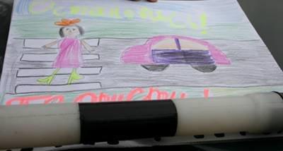 За правильное поведение на дорогах дети вручали водителям яблоки (ФОТО), фото-1