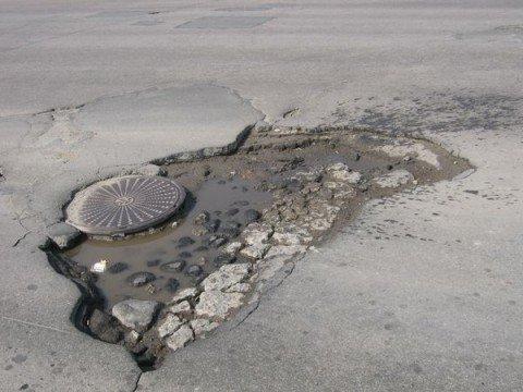 В Мариуполе к 1 мая «поставят латки» на все дорожные ямы (ФОТО), фото-1