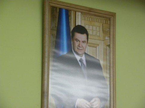 Портрет Виктора Януковича украсил сессионный  зал горсовета (ФОТО), фото-1