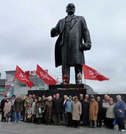 В Мариуполе юбилей Ленина отмечают цветами (ФОТО), фото-1