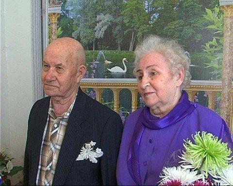 В Мариуполе супружеская пара отпраздновала бриллиантовую свадьбу (ФОТО), фото-1