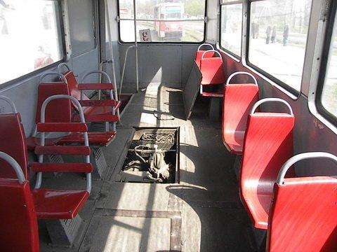 В мариупольском трамвае тушили пожар, а пассажиры оставались в салоне (ФОТО) , фото-1