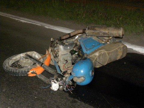1 мая в Мариуполе мотоциклист врезался в такси (ФОТО) , фото-1