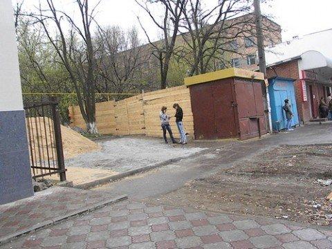 В Мариуполе проход к больнице №2 закрыт на ремонт, фото-1