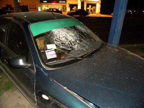 """Ночью в Мариуполе автомобиль """"Deawoo Lanos"""" въехал в опору  рекламного щита (ФОТО), фото-1"""