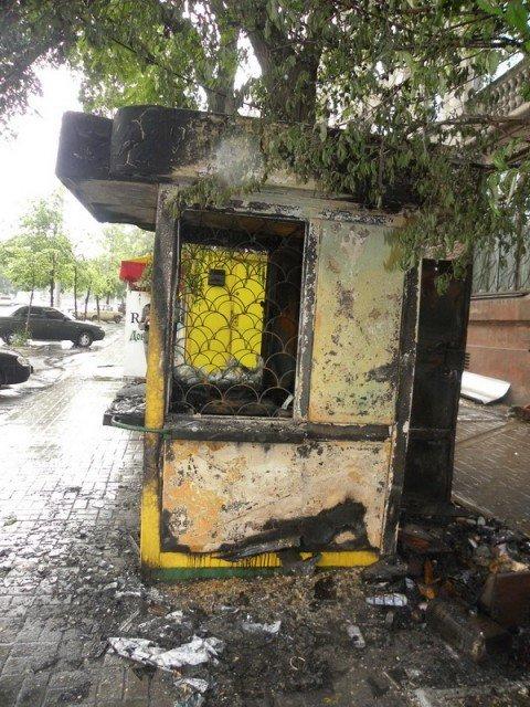 В Мариуполе сгорел киоск, торгующий лотерейными билетами (добавлены ФОТО), фото-1