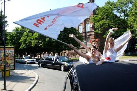 """В Мариуполе под палящим солнцем прошел второй  """"Парад невест""""(ВИДЕО+ФОТО), фото-1"""