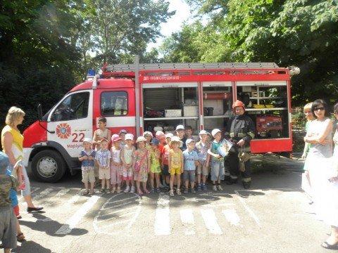 Мариупольские МЧСники сегодня поливали цветы в детском саду (ФОТО), фото-1