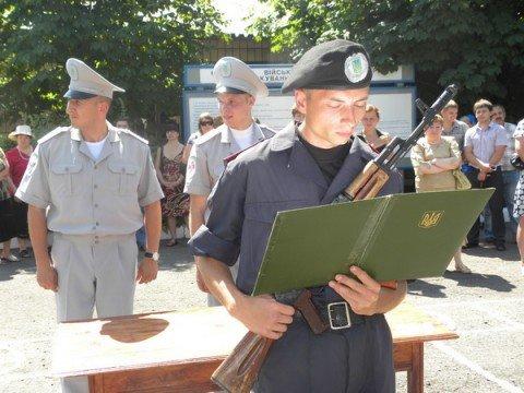 Молодое пополнение воинской милицейской части  в Мариуполе приняло присягу (ФОТО), фото-1